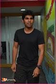 Allu Sirish at Red FM-thumbnail-17