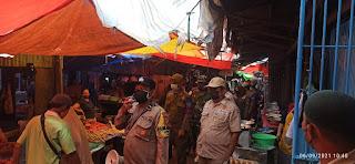 Terapkan Protokol Kesehatan, Bhabinkamtibmas Tabaringan lakukan Operasi yustisi di Pasar Cidu