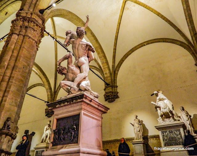 Loggia dei Lanzi: galeria de esculturas grátis na Piazza della Signoria