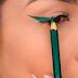 Moda no Tik Tok: influenciadora usa lápis de cor para fazer delineado e viraliza