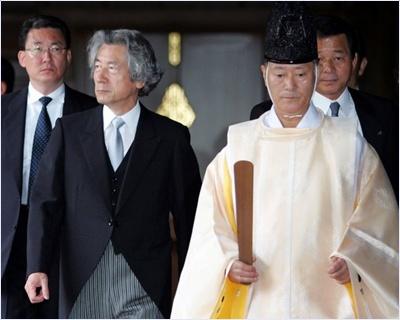 อดีตผู้นำญี่ปุ่นที่เข้าร่วมสักการะในศาลเจ้ายาสุกุนิ (Yasukuni Shrine)