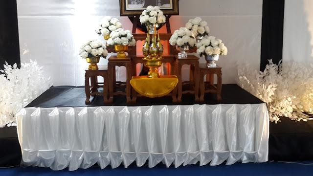 แบบโต๊ะถวายอาลัยผ้าคลุมสีขาวสลับดำ