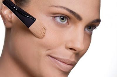 Maquiagem-para-o-dia-a-dia-em-5-passos-simples-base
