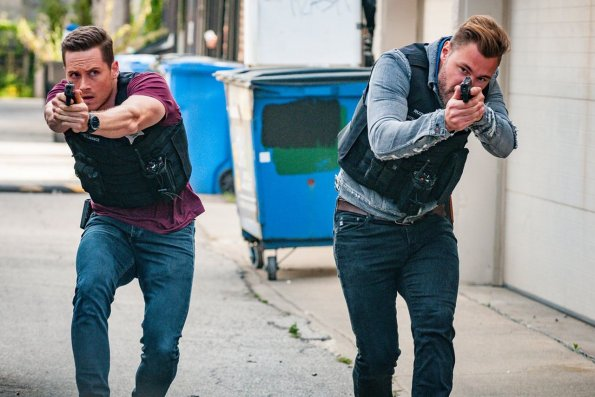 """chicago pd episode 705 brothers keeper promotional photo 05 595 - Chicago PD (S07E05) """"Brother's Keeper"""" Episode Preview"""