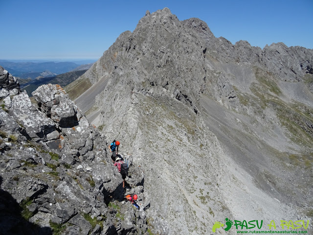 Ruta Peña Ubiña por la Arista Norte: Saliendo a la cara asturiana