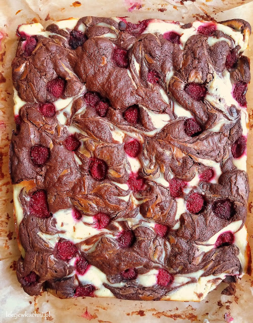 Brownie z serem i malinami przepis