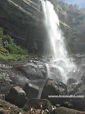 Pesona wisata air terjun di Kalbar,tepatnya disekitaran kab landak,menyajikan keindahan yg tak berkesudahan,Riam ampar jawa menjadi destinasi belantara yg apik