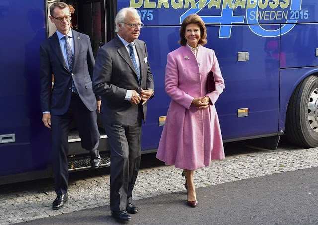 King Carl Gustaf and Queen Silvia attended a meeting with IK Oskarshamn, an ice hockey club from Oskarshamn