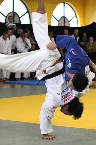 Fim de semana no Sesc Registro-SP tem artes marciais com atleta do Pan-Americano,  grupo Revista do Samba e forró com o Trio Virgulino
