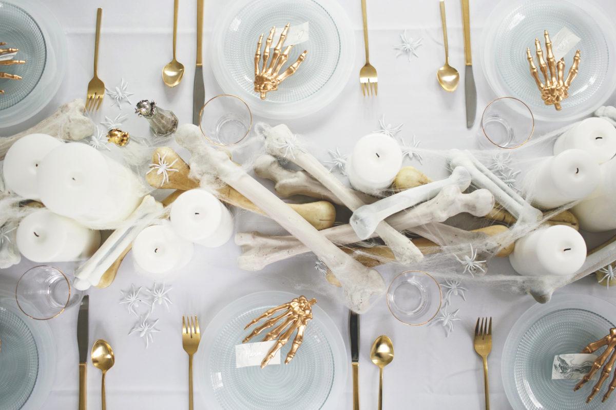 Cómo decorar una mesa de Halloween en blanco8