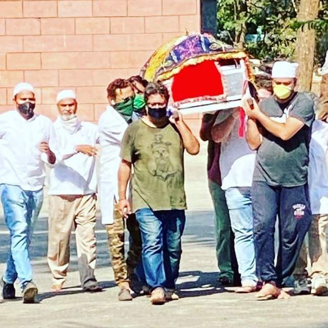 irrfan khan funeral see memorable pictures of his last journey