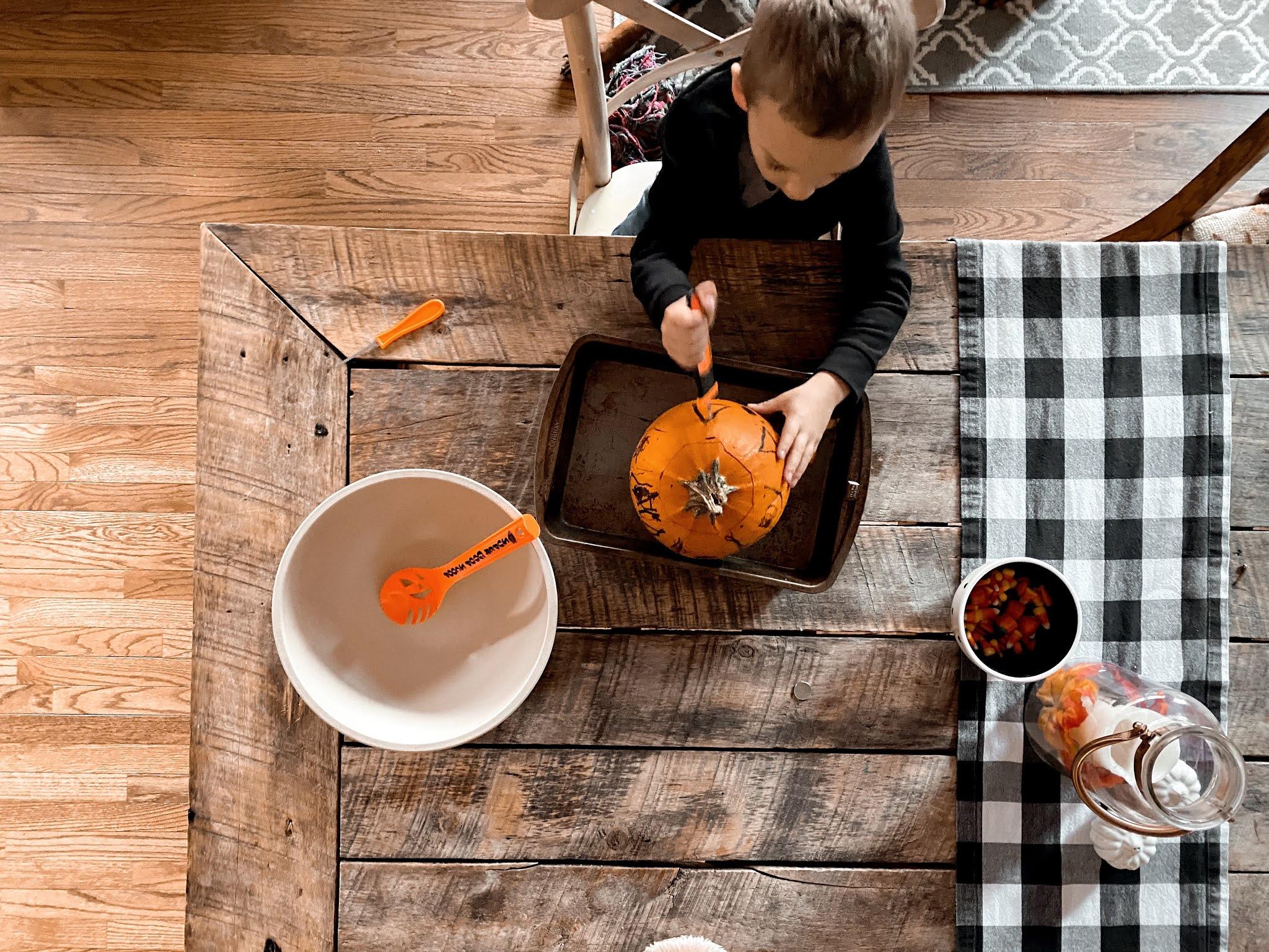 Carving Pumpkins | www.biblio-style.com