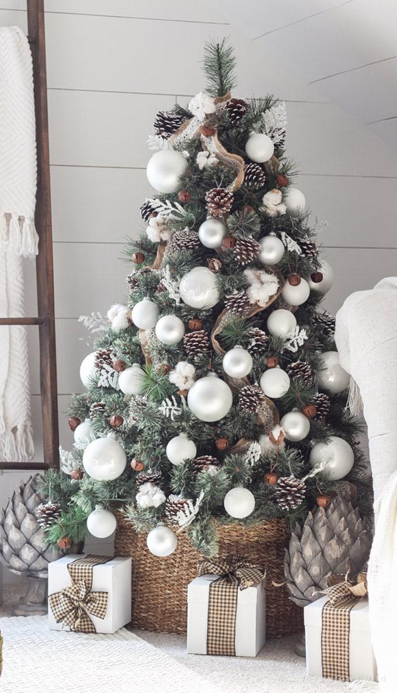 Gorgeous Christmas Tree Decoration Idea { & BEST TUTORIAL!}