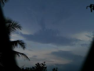 langit biru pagi hari