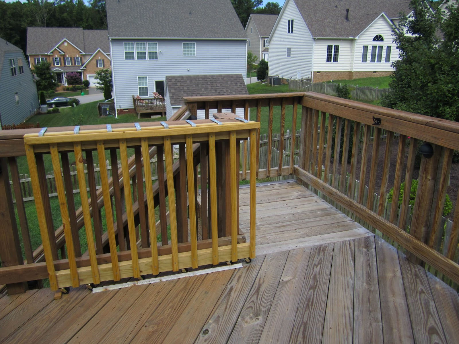 My 2 Jobs: DIY: A (Sliding) Gate for my Deck