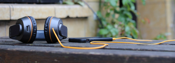 Solar Powered Headphone Charges Your Smartphone Spicytec