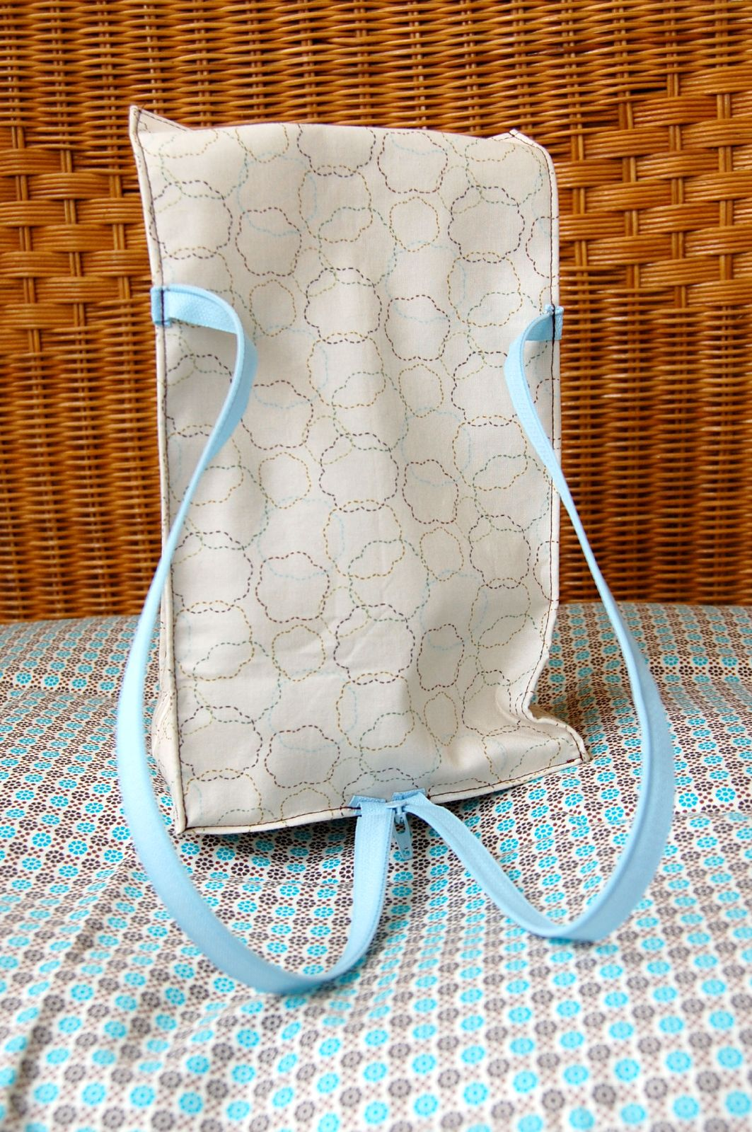 Zipper Strap Lunch Bag Tutorial