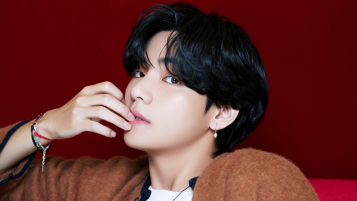 BTS' V Gives Alluring Glances in Individual Teaser Before Comeback With New Album 'BE'