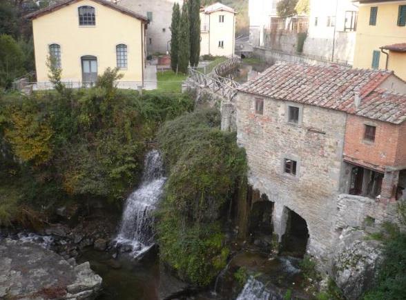 veduta dal ponte in pietra a Loro Ciuffenna
