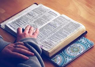 6 Manfaat Membaca dan Mempelajari Alkitab