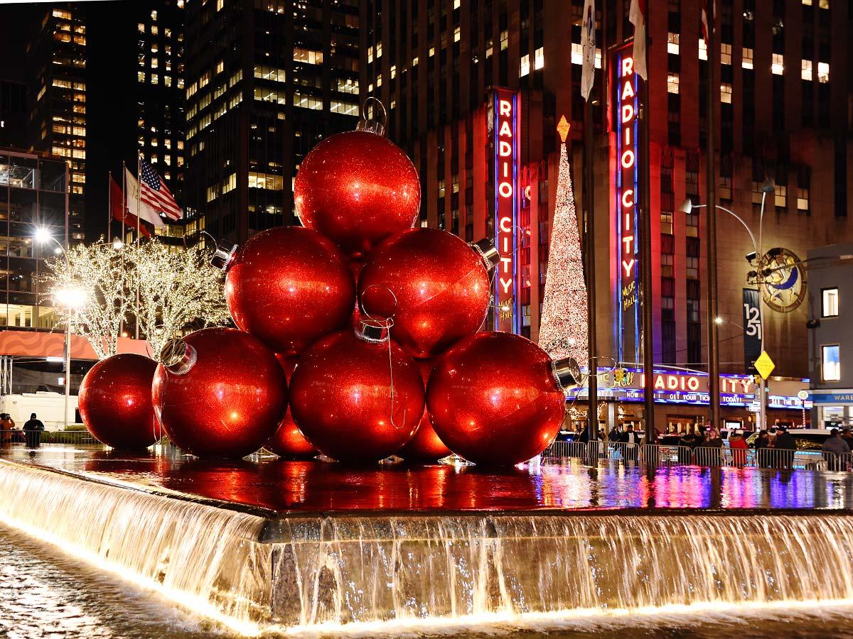 New York Ornament Display