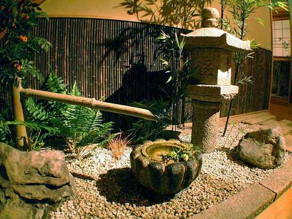 Ambiente interno transformado em Jardim Japonês
