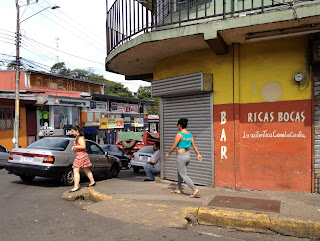 Street corner in Puriscal