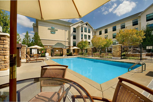 Combining the comforts of home with thoughtful service, Homewood Suites by Hilton Columbus offers the ideal hotel accommodations near Columbus Metropolitan Airport and the Columbus Convention Center.