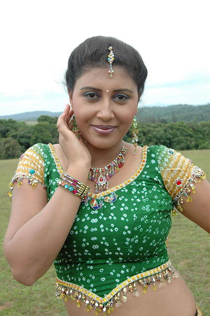 Mugila Malligeyo Latest Kannada Movie Hot stills
