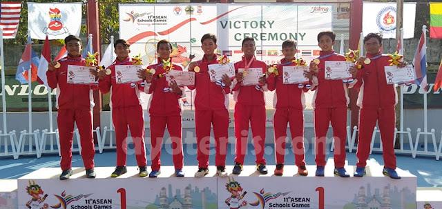 Tenis ASEAN Schools Games 11: Tak Terkalahkan, Gunawan Trismuwantara dkk Sabet Emas Beregu Putra