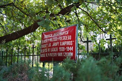 Tablica informacyjna przy cmentarzu