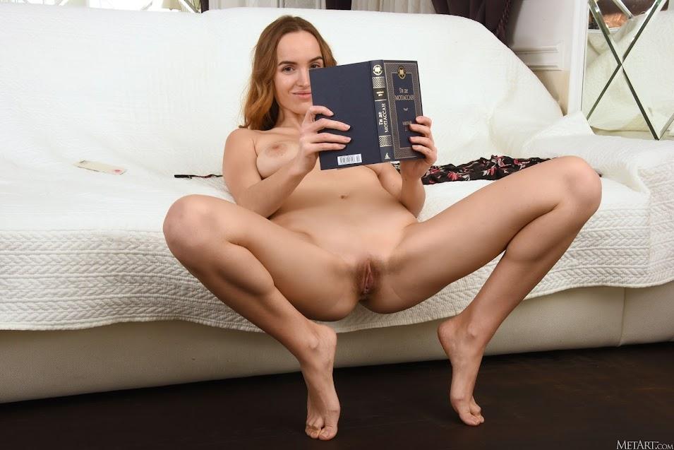 [Met-Art] Eva Jolie - Read With Me