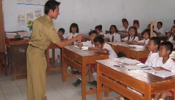 Ternyata Suka Duka Menjadi Guru Kelas 5 SD Ini Sering Jadi Sorotan