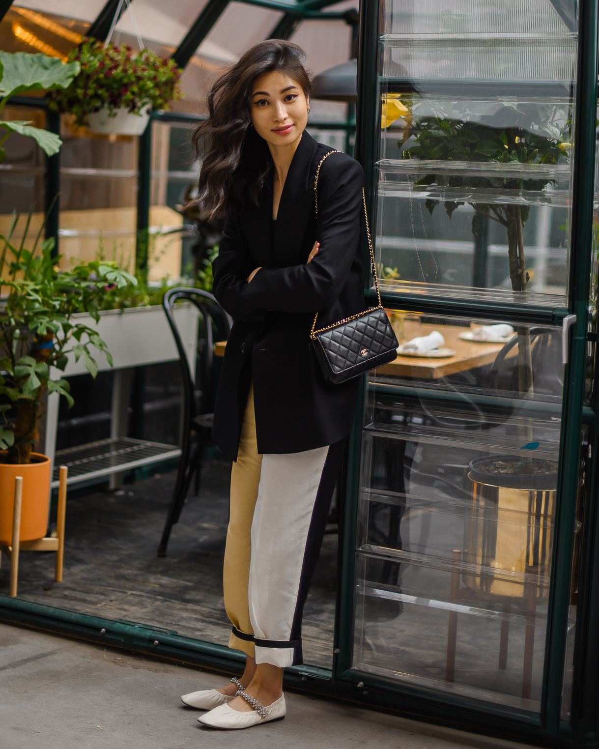 Spring color-block outfit ideas, crystal-embellished ballet flat, Jimmy Choo Gai Flats, simple spring outfit ideas, black and beige trousers, New York street style - FOREVERVANNY.com