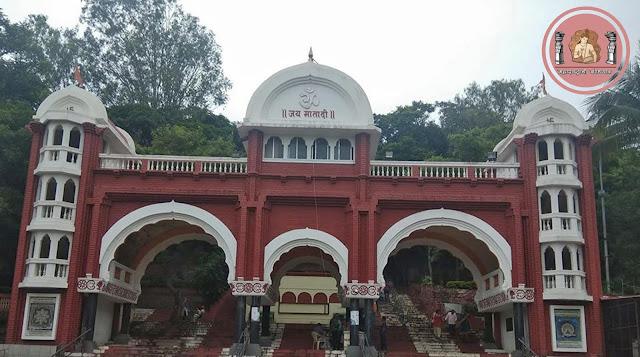 सेनापती बापट रोडवरील डोंगराच्या कुशीत वसलेले 'चतु:शृंगी मंदिर'