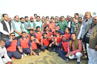 बाराबंकी : केडी सिंह बाबू स्टेडियम में समाजवादी क्रिकेट लीग टूर्नामेंट का आयोजन किया गया