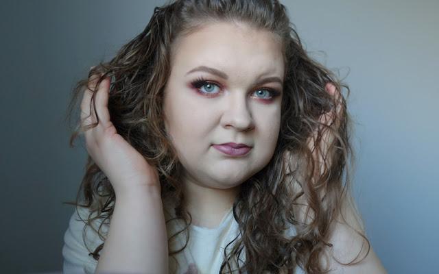 Makijaż studniówkowy | Błyszczący ciepły glam