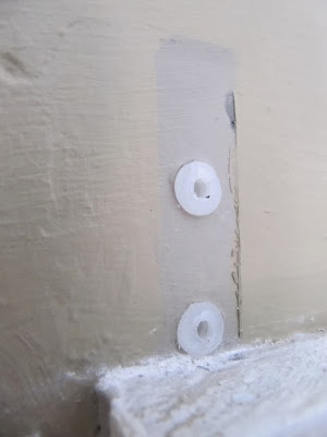 removing plastic wall anchors