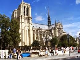 Menara Katedral Notre Dame