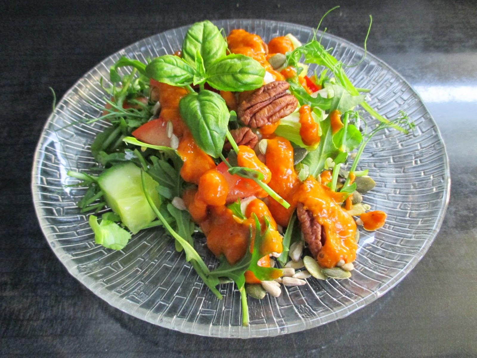 Hyvä Salaatinkastike