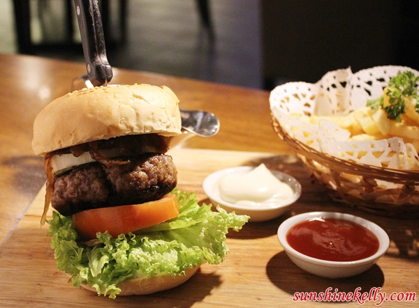 Pork Burger, White Horse Tavern Ampang, White Horse Tavern, Bar & Restaurant, Amp Walk Mall