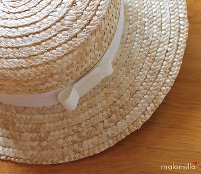 Canotier con cinta blanca, color crudo