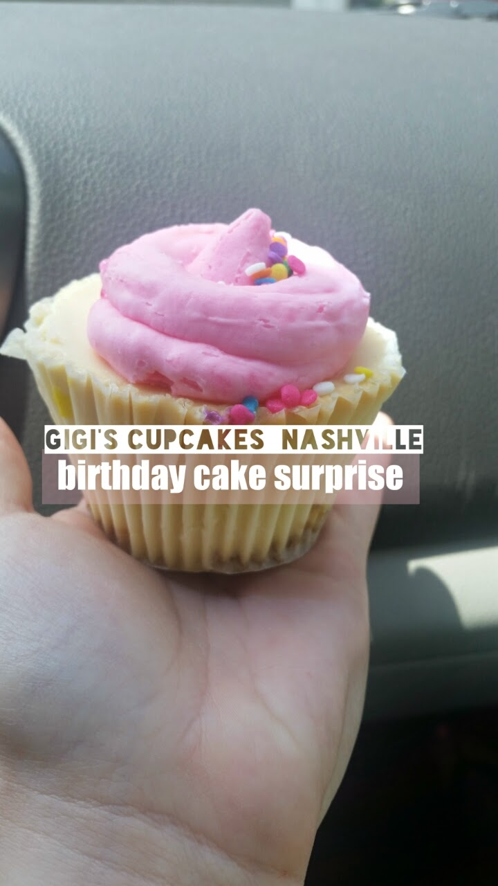 We Were Excited To Try This Cupcake Place Because Of The Look Cupcakes In Pictures Saw Online Thought Presentation Birthday Cake