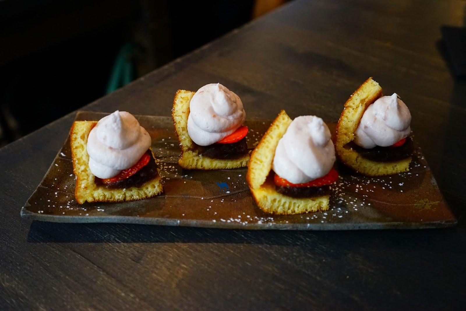 Dessert japonais Dorayaki à la fraise Restaurant nippon - Le Chameau Bleu