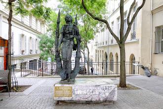 Paris : Statue de Mihai Eminescu, poète roumain célébré par le sculpteur Ion Vlad, son compatriote - Vème