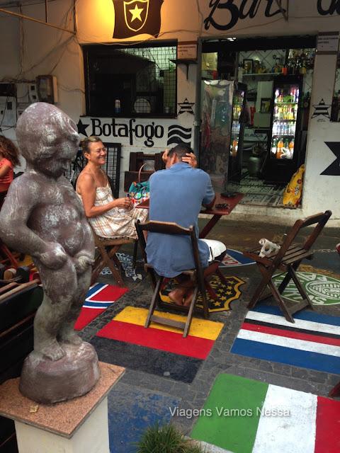 Réplica do Manequinho (mascote do Botafogo) no Bar do Botafogo em Búzios, RJ