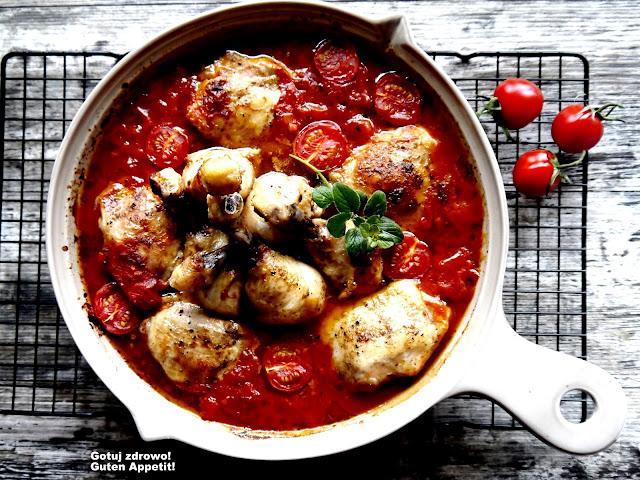Udka kurczaka w pomidorach z piekarnika - Czytaj więcej »