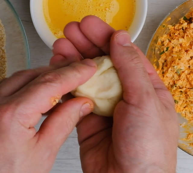 shaping the coxinha