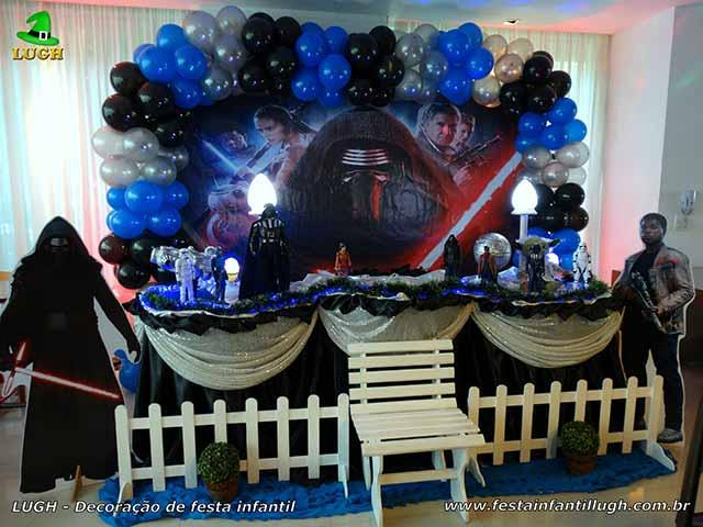 Decoração festa de aniversário infantil Star Wars - Mesa do bolo forrada de pano(tecido em cetim) - Barra RJ