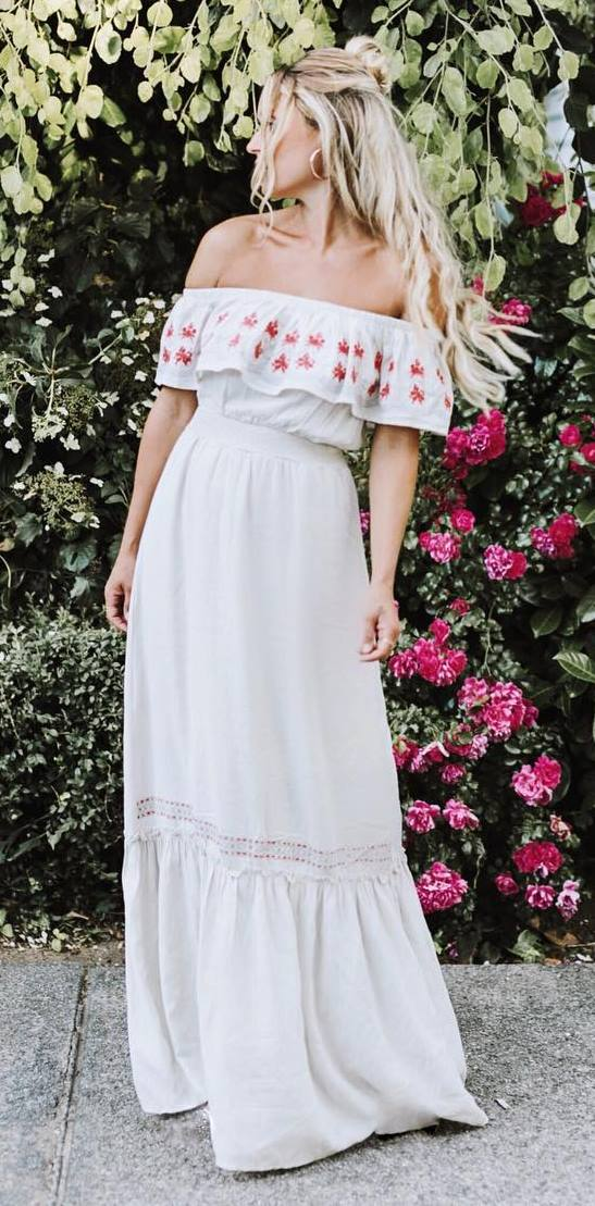 cool bohemian style outfit: maxi dress